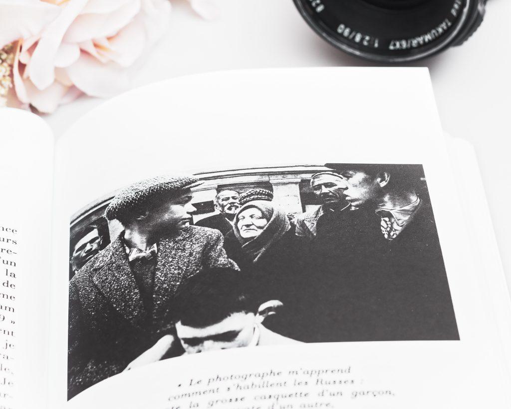 William Klein: Premier Mai à Moscou, 1959 in Roland BARTHES, La chambre Claire, Photographie par Lauréline Reynaud - Par les yeux de la cocinelle