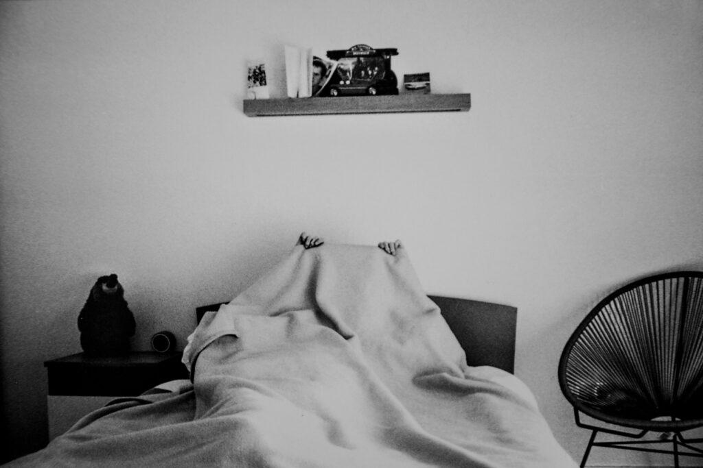Antoine dans son lit, projet Lilou par lucie hodiesne darras