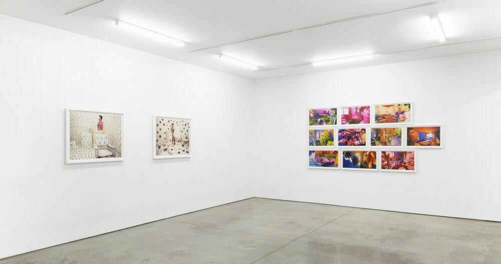 Sandy Skoglund, photographe plasticienne : vue de l'exposition à la Ryan Lee Gallery en 2020